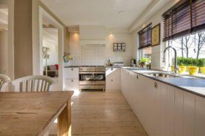 Якою має бути висота стільниці на кухні?